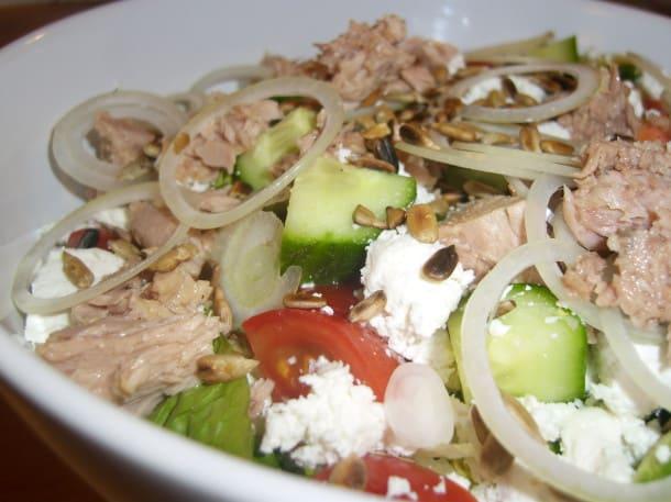 Salat mit Thunfisch und Büffelkäse